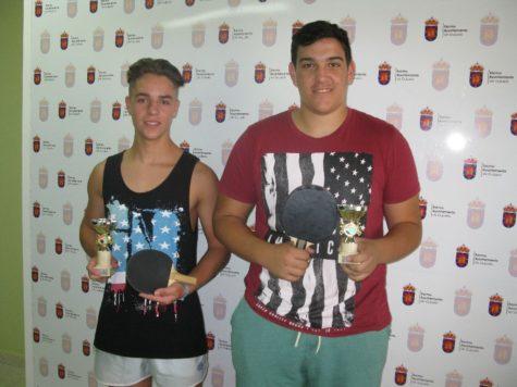 Emilio Sánchez y Héctor Baz con sus trofeos.