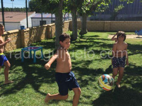 Niños jugando en la Ludopiscina.