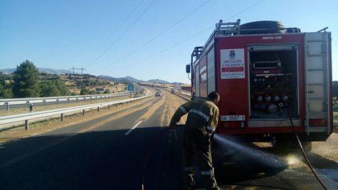 Bomberos de Guijuelo en el accidente de ayer. Foto Bomberos.