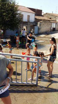 Fiesta del agua en Fuentes.