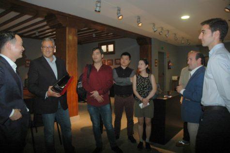Momento de la visita de la delegación de Shangai
