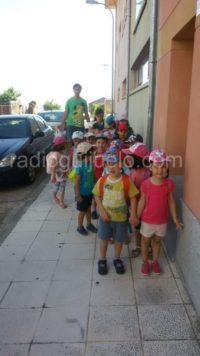 Niños de la ludoteca en la excursión a Palacios.