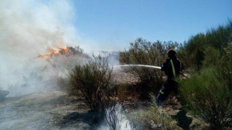 Bomberos de Guijuelo en el incendio de Montemayor del Río. Foto Bomberos de Guijuelo.