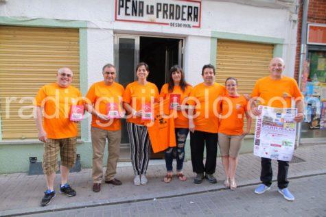 Miembros de la Peña La Pradera junto a la concejal de Cultura Mª Jesús Moro en la presentación de su revista.