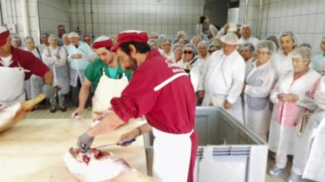 Trabajadores en Guijuelo. Foto Simón Martín.