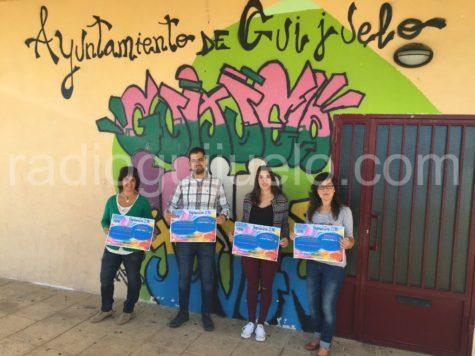 El concejal de Juventud, Carlos Arasa, junto a las responsables de Guijuelo Joven