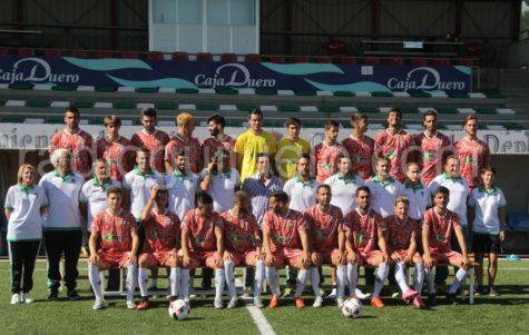 Primer equipo del CD Guijuelo con la camiseta del jamón.