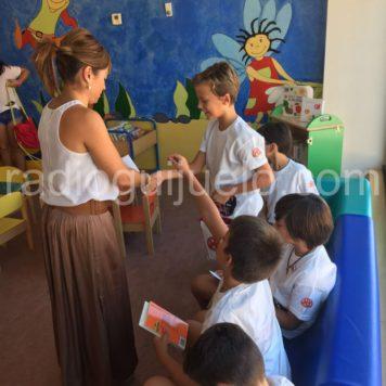 Sesión del club de lectura infantil.