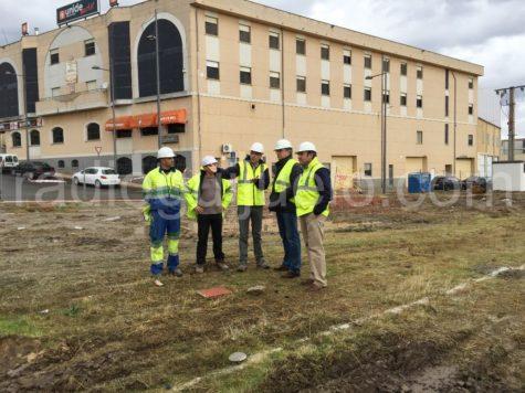 Visita del alcalde Julián Ramos a las obras del nuevo complejo deportivo.