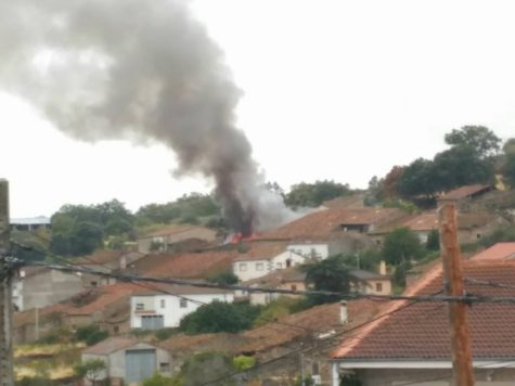 Incendio en una vivienda de Valdefuentes. Foto Bomberos Guijuelo
