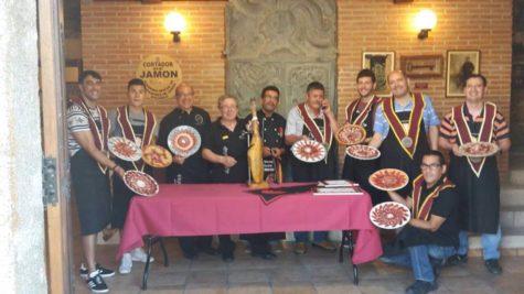 Alumnos del curso de corte de jamón. Foto Jesús Merino.