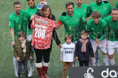 Camiseta conmemorativa de 200 partidos de Jonathan Martín.