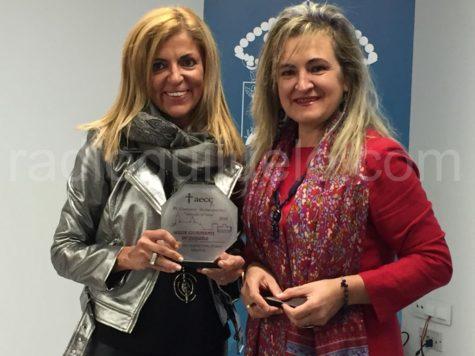 Inés Martín de la Farmacia de Inés, ganadora del concurso de escaparates.