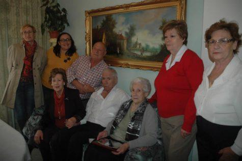 Aurelia Patier junto a su familia.