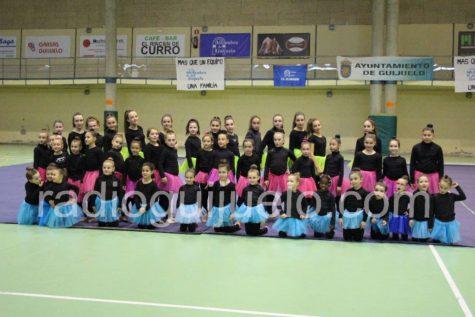 Alumnas de gimnasia rítmica en el Pabellón de Guijuelo