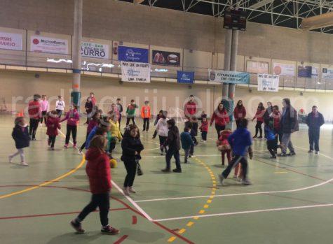 Participantes de las Navicolonias en la jornada de Deporte Adaptado.
