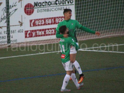 Dimas y Gordillo en la celebración de un gol