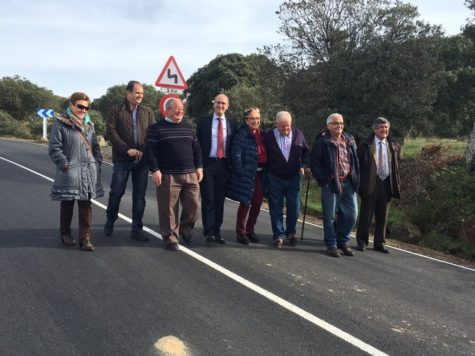 Visita de Javier Iglesias a la carretera entre Ledrada y Nava de Béjar. Foto Diputación de Salamanca