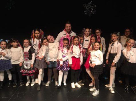 Muestra de baile navideña a cargo de los alumnos de la Escuela Municipal de Baile