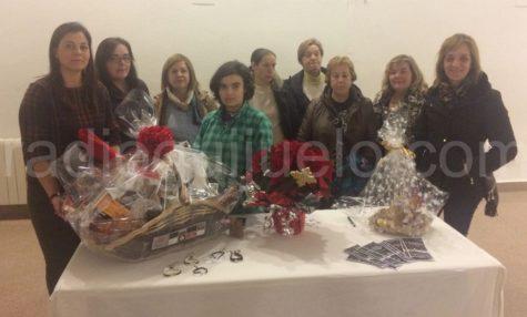 Representantes de AMEG ganadoras del concurso de centros de mesa de Navidad