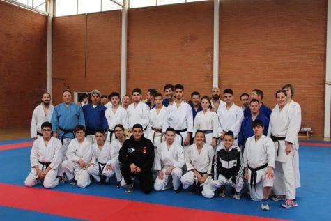 Participantes en el exámen de cinturón negro Goshin