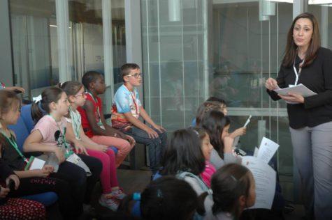 Visita de los alumnos del Miguel de Cervantes al Ayuntamiento de Guijuelo