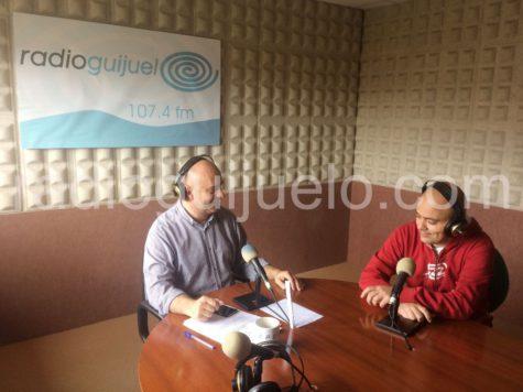 Chema Aragón en los estudios de Radio Guijuelo