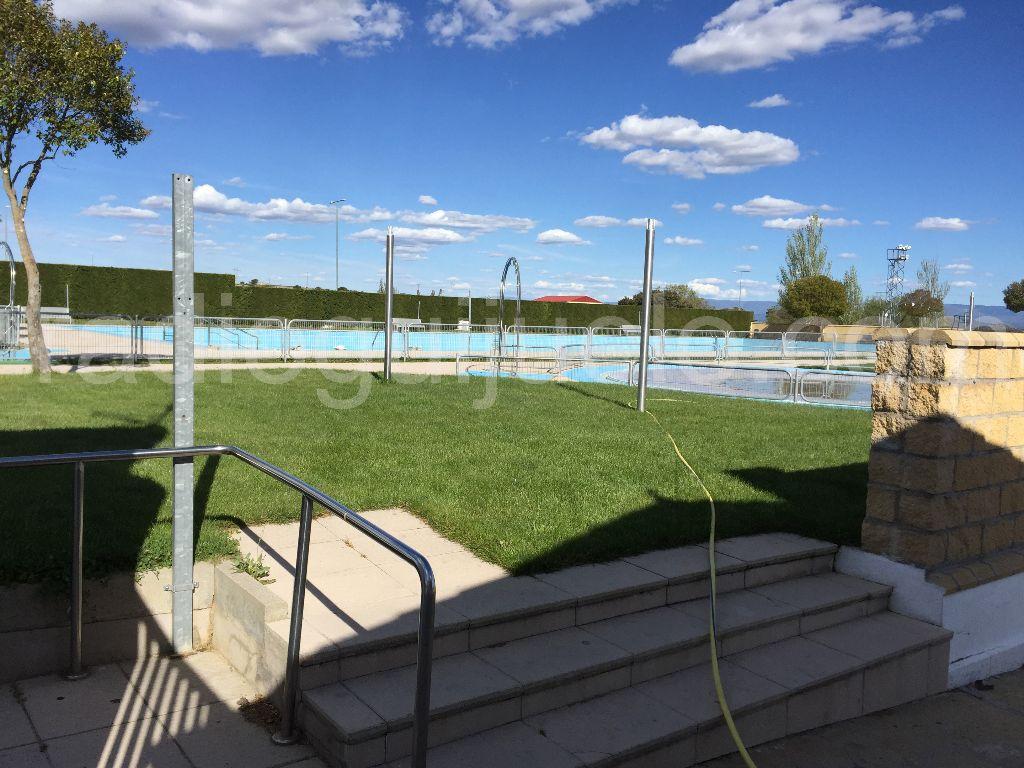 El ayuntamiento ultima la preparaci n de las piscinas for Piscina municipal de salt