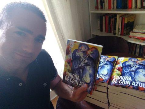 Francisco Hernández autor de la novela Corona de cris azul