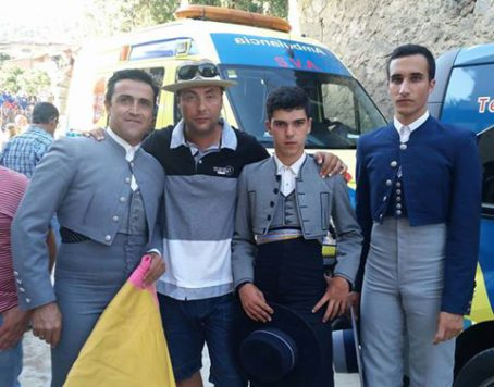Manuel Martín en Cuevas Del Valle acompañado por Porritas. Foto M.M.