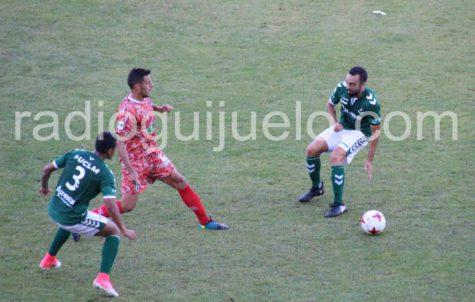Carlos Rubén en un lance del partido que enfrentó al Toledo y al Guijuelo.