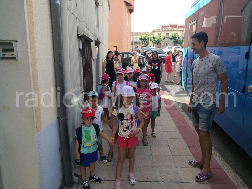 Los niños y niñas de Ludoverano de excursión.