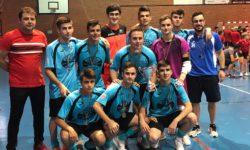 El juvenil del Alhambra con el trofeo de campeón del torneo.