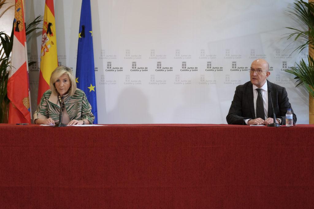 Veronica Casado y   Jesús Julio Carnero en la rueda de prensa de ayer